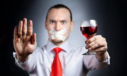 Chrezmernym upotrebleniem alkogolja