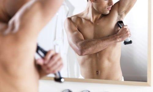 Процедура бритья подмышек