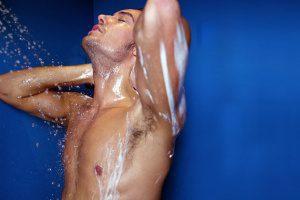 Причины прыщей на спине у мужчин